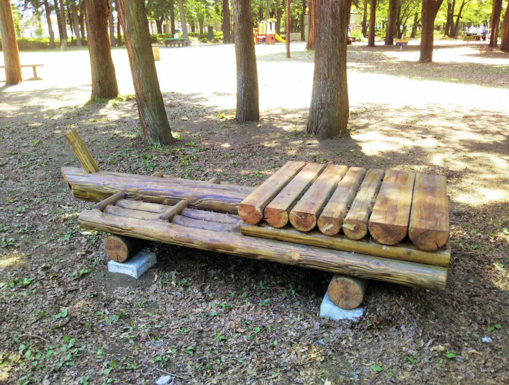 淵野辺公園の木製イス