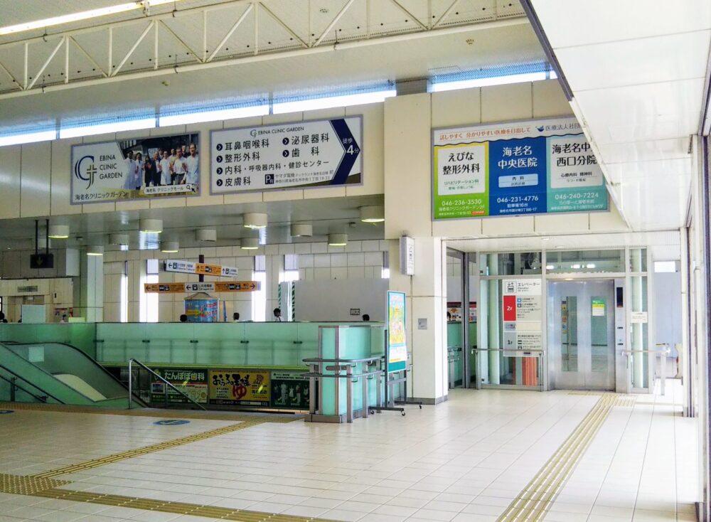 海老名駅の東口にある2階エレベーター周辺