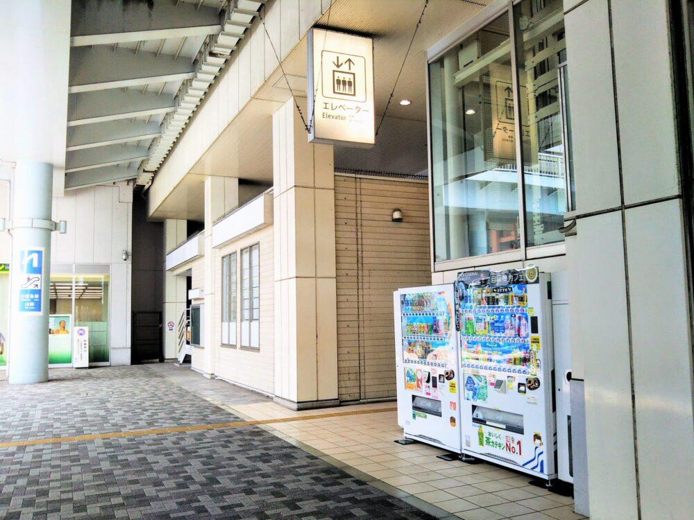 海老名駅の東口にある1階エレベーター周辺
