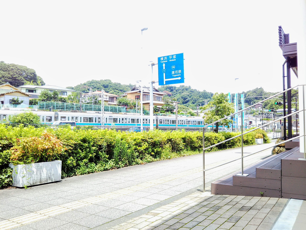 えれんなごっそカフェ|カフェ前から見える電車