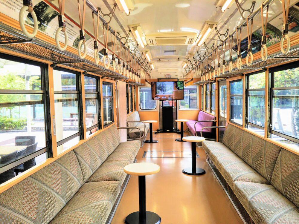 えれんなごっそカフェ|箱根登山鉄道の引退車両の車内(後方)