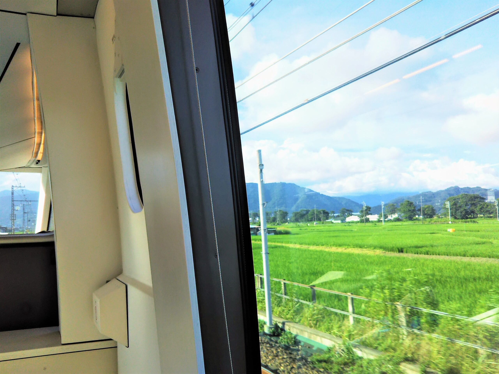 ロマンスカーGSEの一般席|側面の窓から見える景色