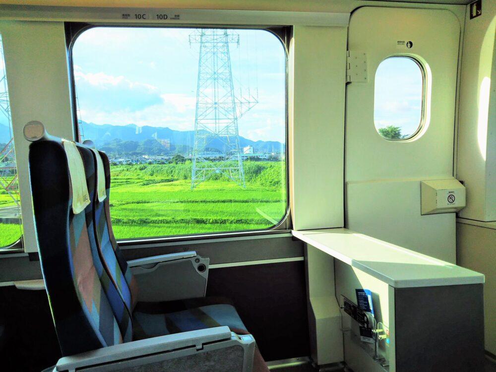 ロマンスカーGSEの一般席|先頭車両の7号車最前列の座席