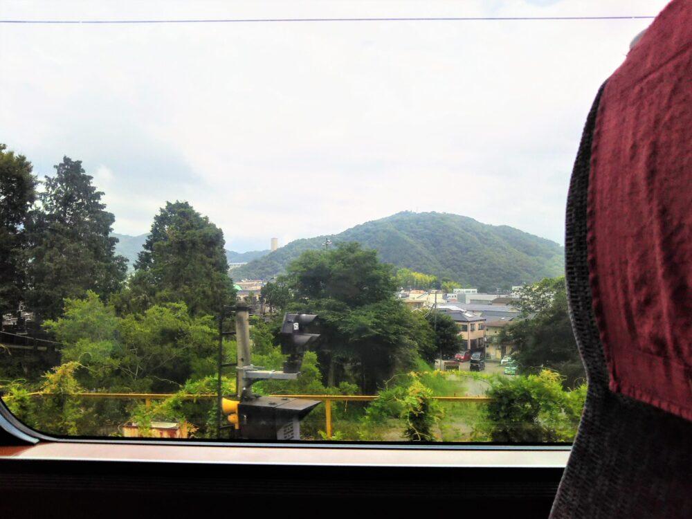ロマンスカーMSE|先頭車両の座席から見える側面側の景色(窓側座席)
