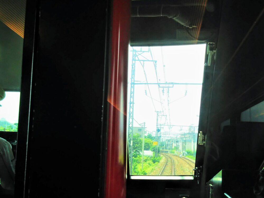 ロマンスカーMSE 先頭車両の座席から見える前方の景色【通路側座席】