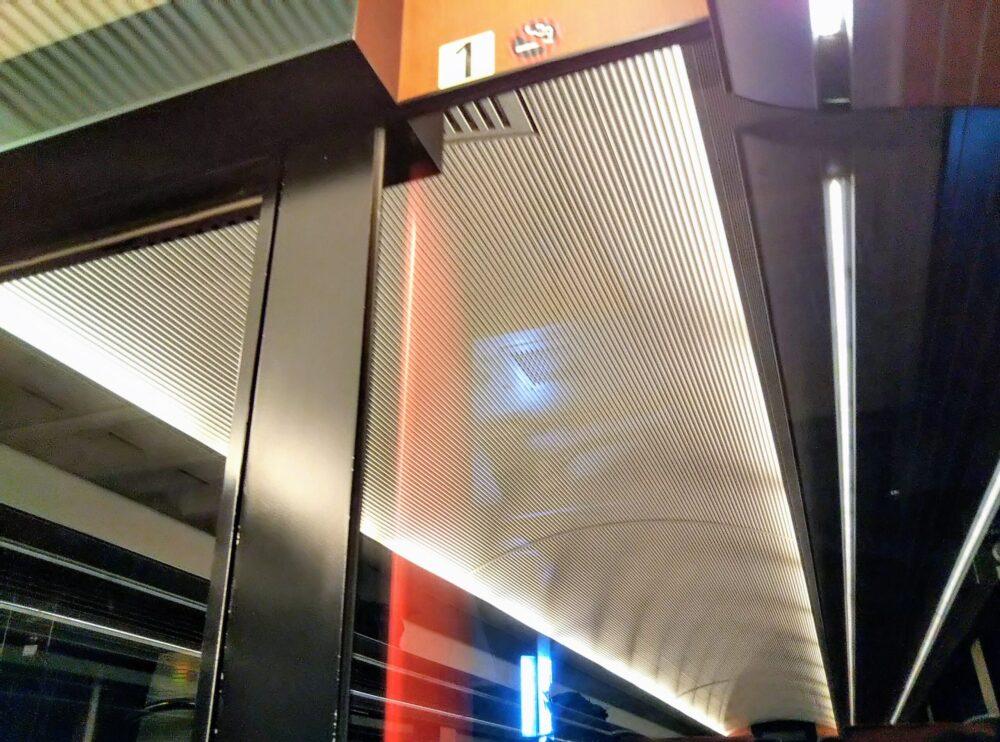 ロマンスカーMSE 先頭車両の車内の様子(トンネル通過時)