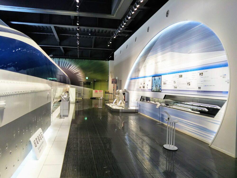 山梨県立リニア見学センター|リニア実車両とリニア模型