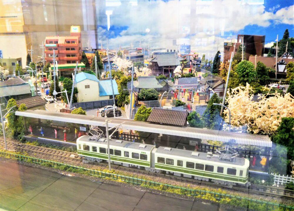 江ノ電 江ノ島駅の待合室にある鉄道模型(極楽寺駅)