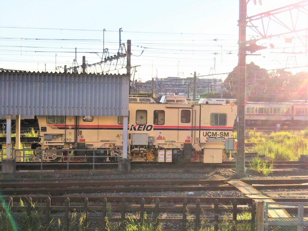 京王線の若葉台検車区|フェンスから見える点検車両(全体)