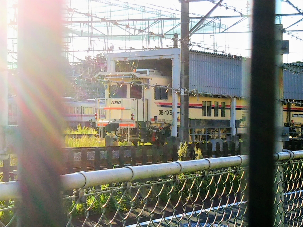 京王線の若葉台検車区|フェンスから見える点検車両