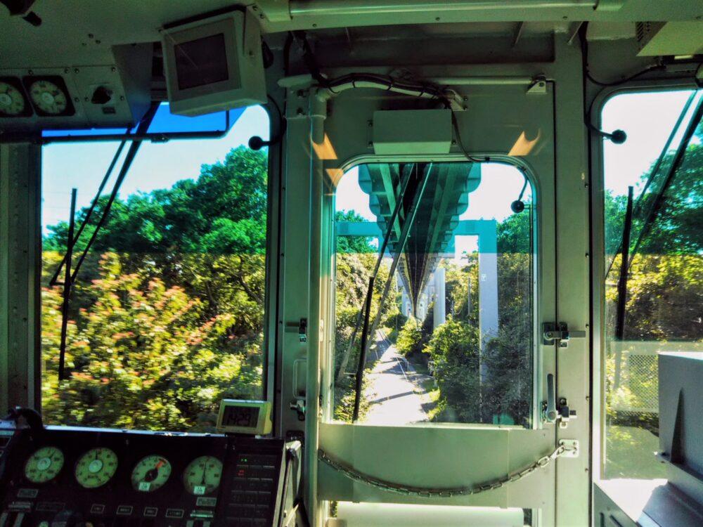 湘南モノレール 先頭車両から見える景色(森林