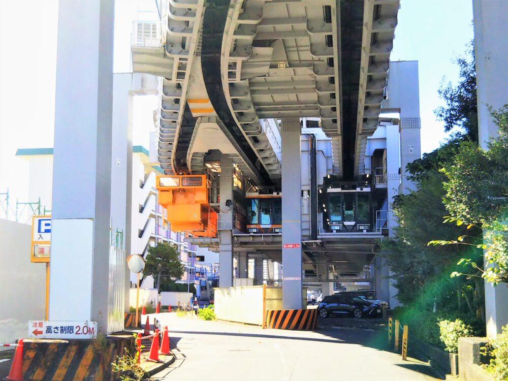 湘南モノレール 本社建物の中にある車両基地