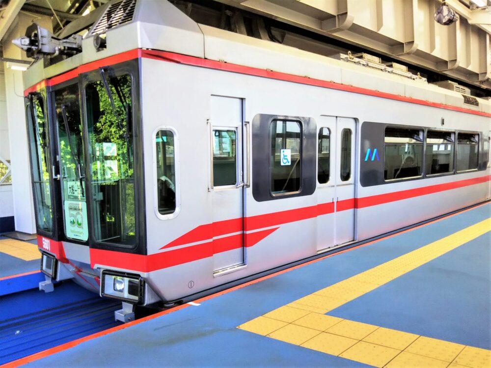 湘南モノレール 湘南江の島駅に到着