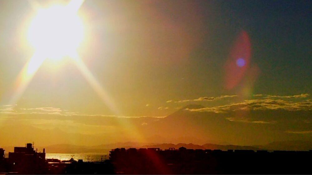 湘南モノレール 湘南江の島駅の展望デッキから見える富士山