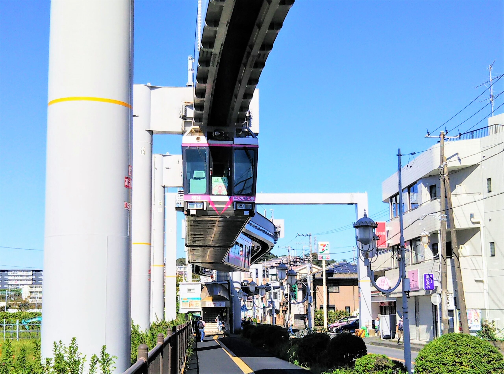 湘南モノレール 湘南深沢駅周辺を走るモノレール
